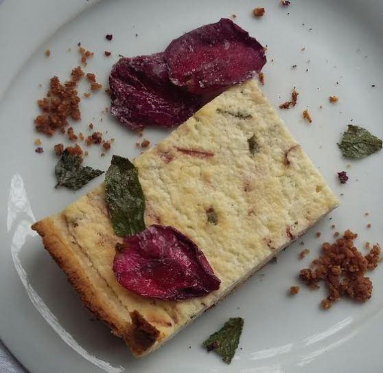 pastis de petals de rosa i menta