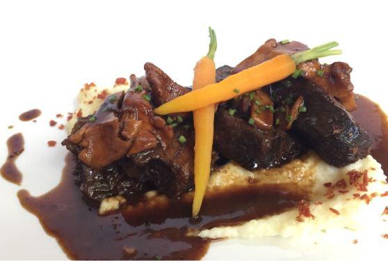 Restaurant Avet Blau, Melós de vedella amb parmentier, rossinyols i pastanaga baby